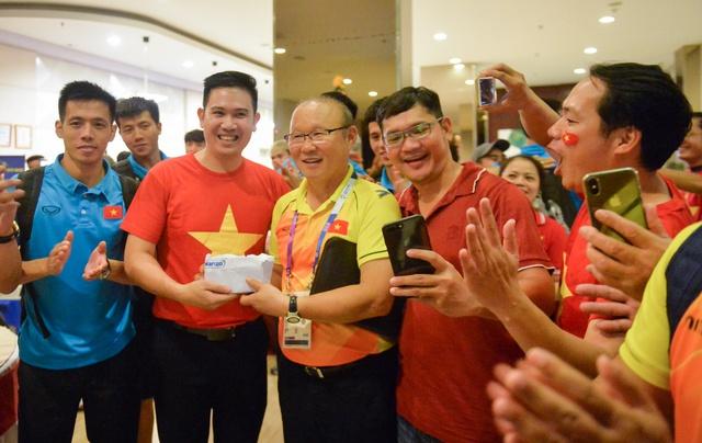Tập đoàn điện tử Việt treo thưởng 300 triệu đồng cho Tuyển Việt Nam trước thềm bán kết lượt về AFF CUP - Ảnh 2.
