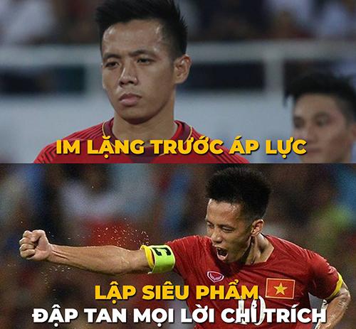 Người hâm mộbóng đã cũng dành tình yêu cho Văn Quyết - tiền đạo đội trưởng của Việt Nam.