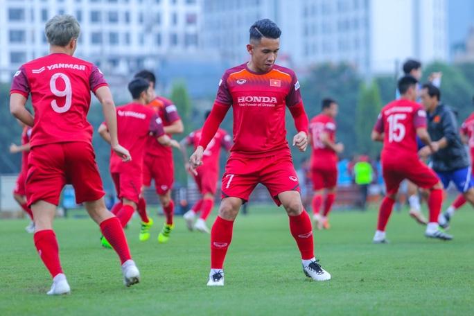 Cận cảnh buổi tập nghiêm túc song thoải mái của đội tuyển bóng đá Việt Nam - Ảnh 14.