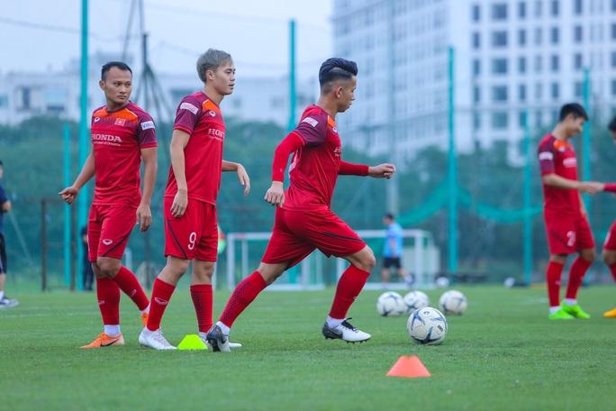Cận cảnh buổi tập nghiêm túc song thoải mái của đội tuyển bóng đá Việt Nam - Ảnh 11.