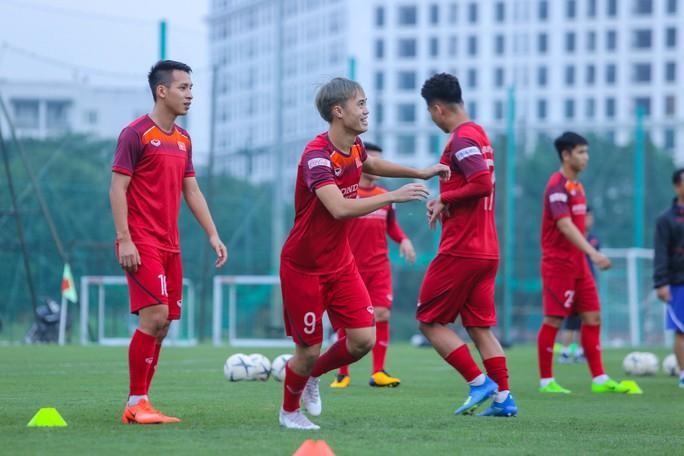Cận cảnh buổi tập nghiêm túc song thoải mái của đội tuyển bóng đá Việt Nam - Ảnh 9.