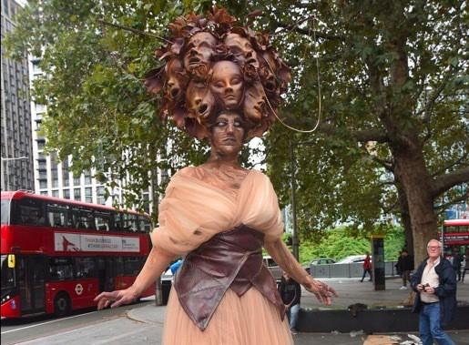 Phát hãi với hình ảnh London tràn ngập xác sống - Ảnh 4.