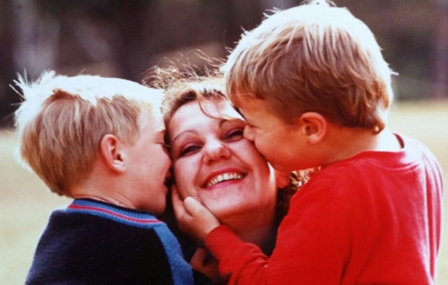 Xót xa cuộc đời trái ngược của hai đứa trẻ bị trao nhầm  - Ảnh 2.
