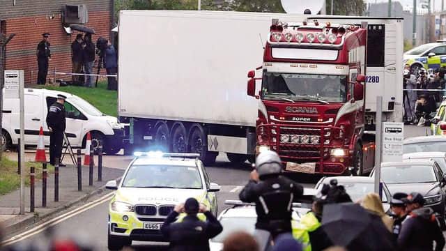 Vụ 39 người thiệt mạng trong container ở Anh: Nạn nhân người Hải Phòng vừa học xong phổ thông - Ảnh 1.