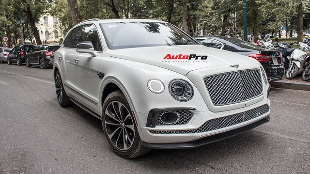 Bentley Bentayga bán lại chỉ hơn 8 tỷ đồng dù kỳ công độ Mansory, body carbon fiber - Ảnh 2.