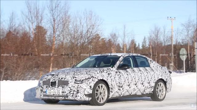 Mercedes-Benz C-Class thế hệ mới vui đùa trong tuyết, hứa hẹn sử dụng khung gầm cải tiến - Ảnh 1.