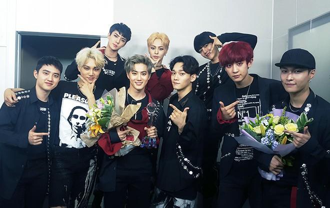20 album bán chạy nhất tuần đầu của boygroup: Hạng 1 cán mốc khủng nhất lịch sử, EXO coi chừng đối thủ này - Ảnh 2.