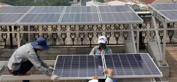 Người dân TP.HCM lắp điện mặt trời sắp được trả tiền điện - Ảnh 1.