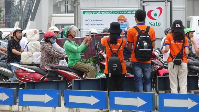 """Hà Nội: Hàng trăm sinh viên truyền thông điệp """"nói không"""" với túi nilon - Ảnh 7."""