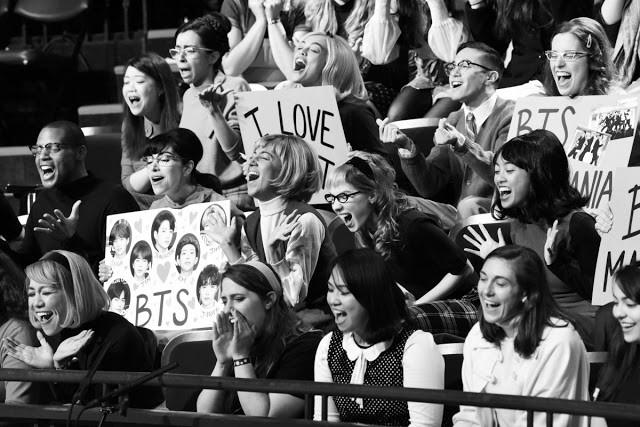Hóa thân The Beatles trên talkshow nổi tiếng nước Mỹ, BTS còn là boygroup đầu tiên làm được điều này sau... 55 năm! - Ảnh 9.