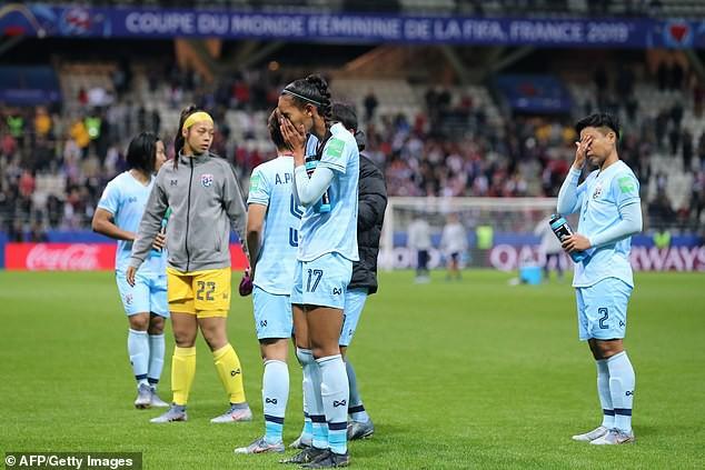 Các cầu thủ nữ Thái Lan bật khóc vì thua quá đậm