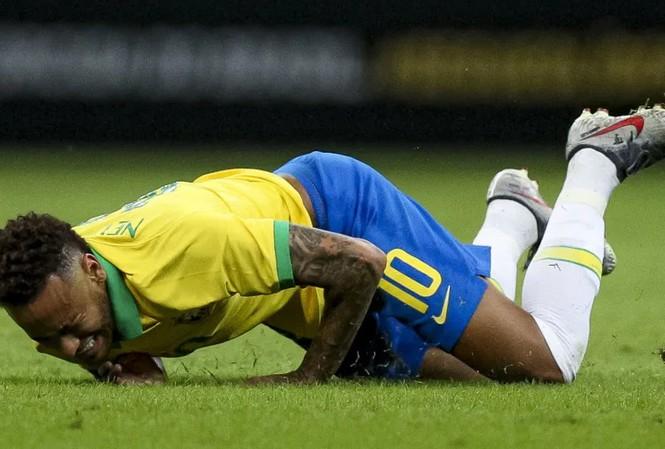 Vận đen liên tục bám theo Neymar.