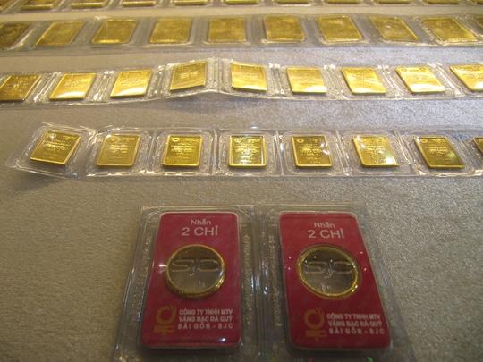 Giá vàng SJC bật tăng mạnh mẽ - Ảnh 1.