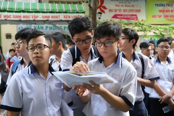 Thi vào lớp 10 ở TP.HCM: 50% thí sinh dưới 5 điểm môn Toán, Ngoại ngữ
