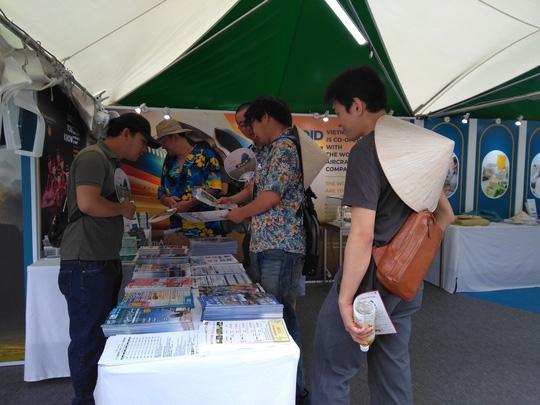 Khách Nhật xếp hàng dài tìm hiểu về sản phẩm du lịch Việt Nam - Ảnh 4.