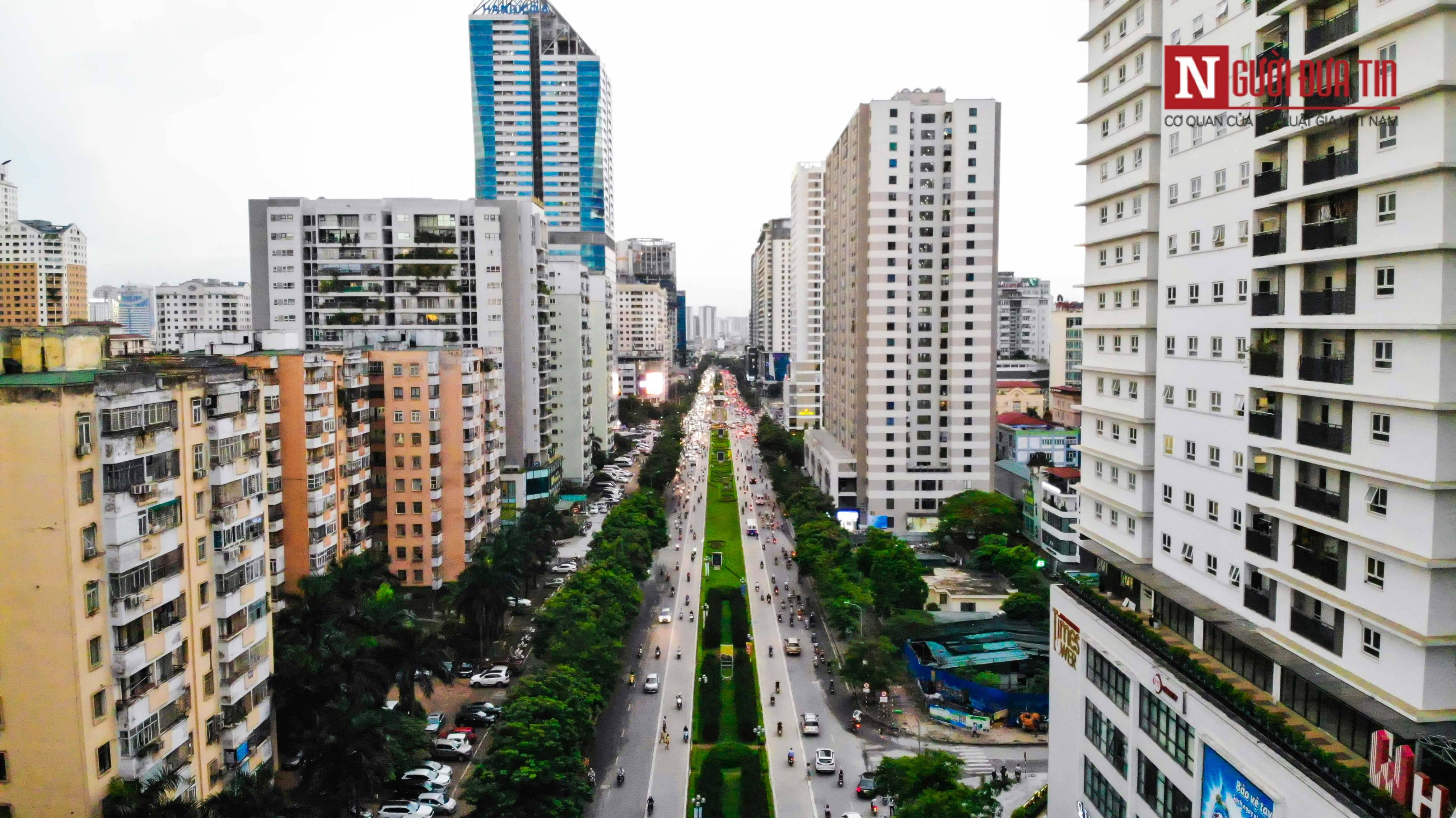 Bất động sản - Cận cảnh tuyến đường dài 2km cõng tới 40 toà nhà cao ốc tại Thủ đô (Hình 6).
