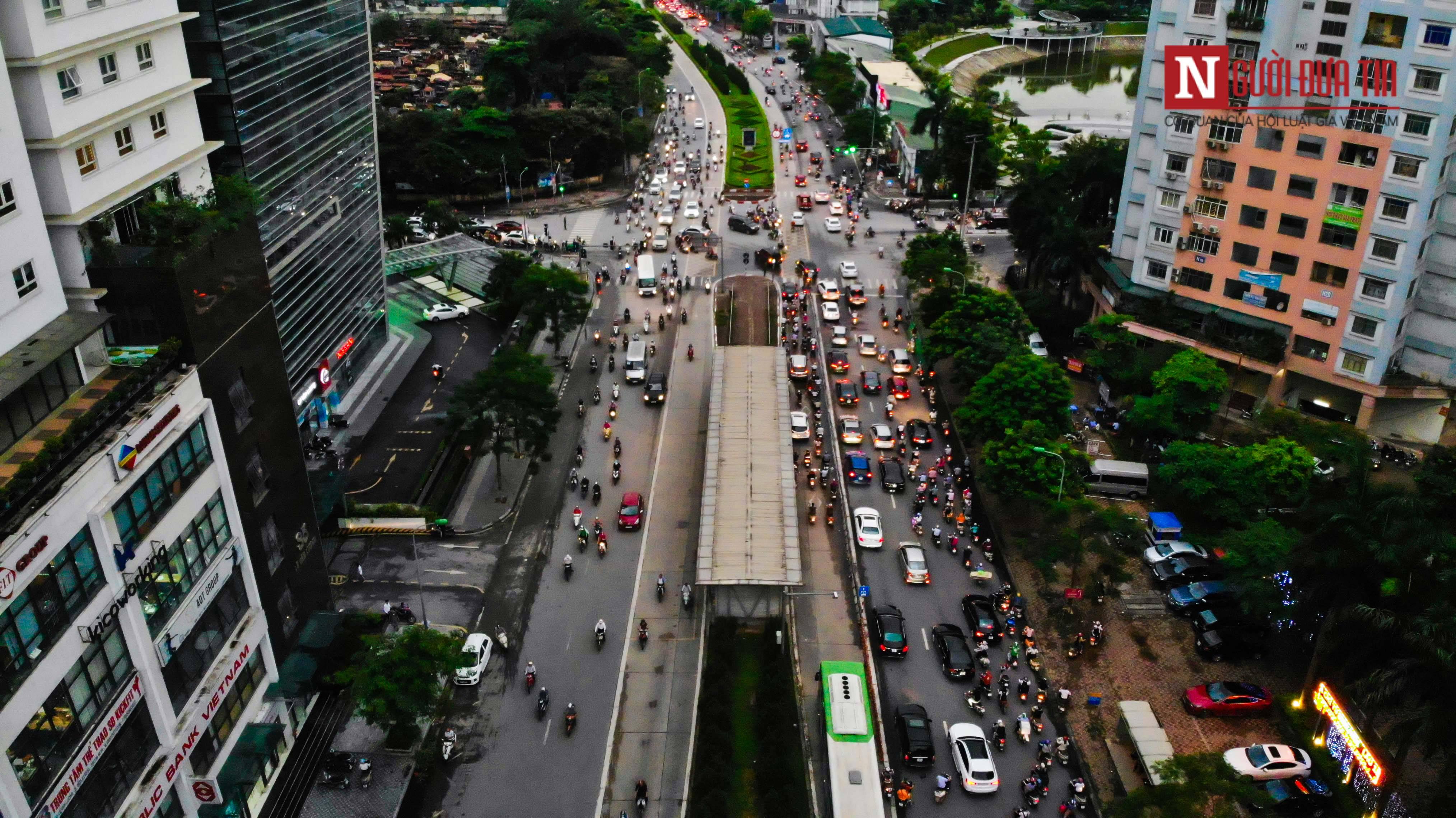 Bất động sản - Cận cảnh tuyến đường dài 2km cõng tới 40 toà nhà cao ốc tại Thủ đô (Hình 8).
