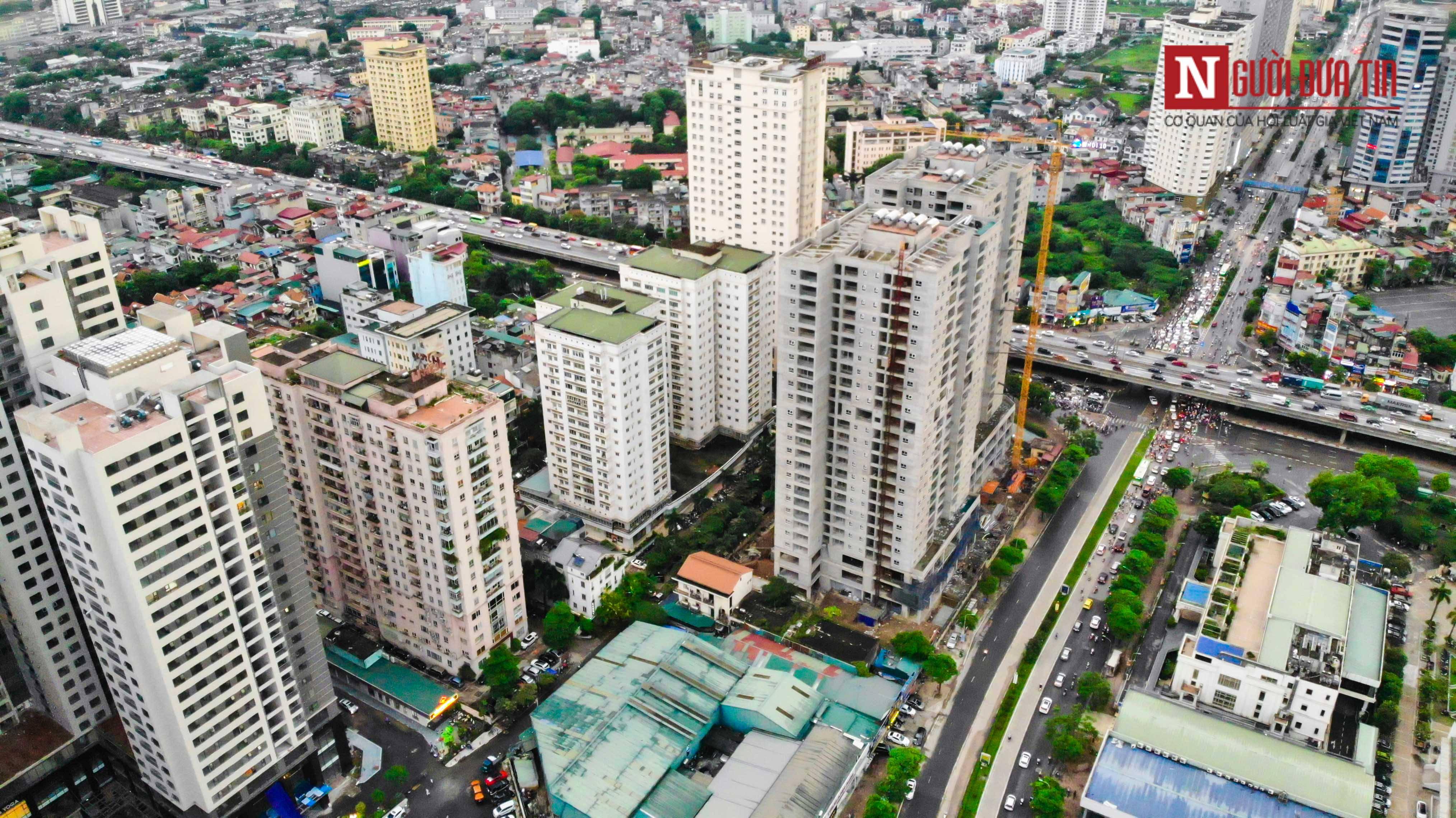 Bất động sản - Cận cảnh tuyến đường dài 2km cõng tới 40 toà nhà cao ốc tại Thủ đô (Hình 2).