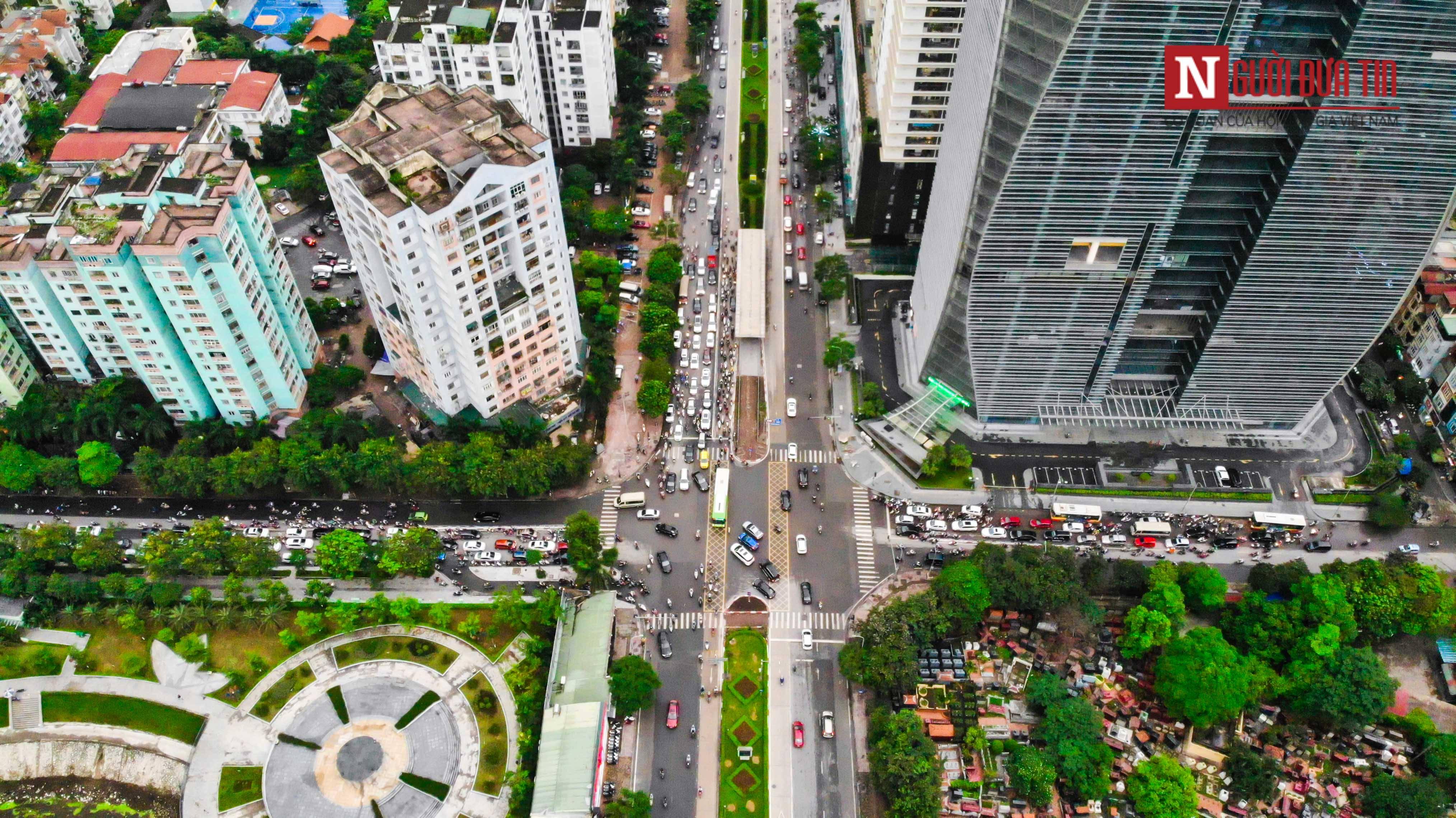 Bất động sản - Cận cảnh tuyến đường dài 2km cõng tới 40 toà nhà cao ốc tại Thủ đô (Hình 7).