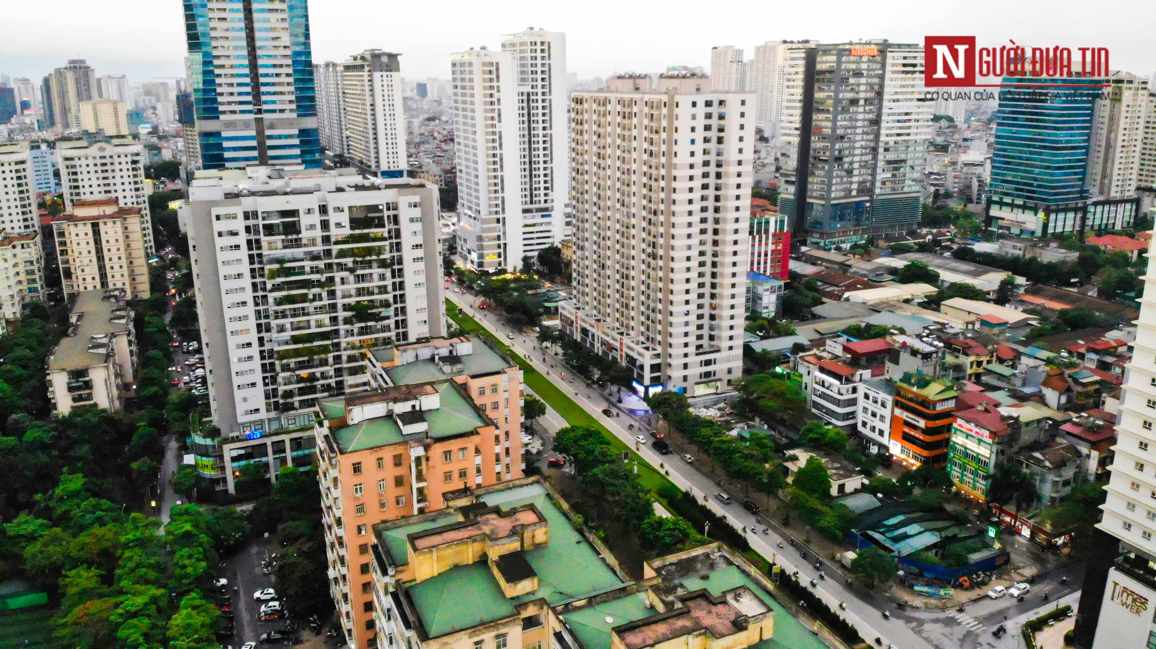 Bất động sản - Cận cảnh tuyến đường dài 2km cõng tới 40 toà nhà cao ốc tại Thủ đô (Hình 9).