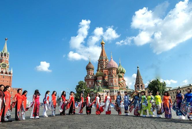 Minh Hạnh và cuộc trình diễn ở Bảo tàng Phương Đông (Nga)