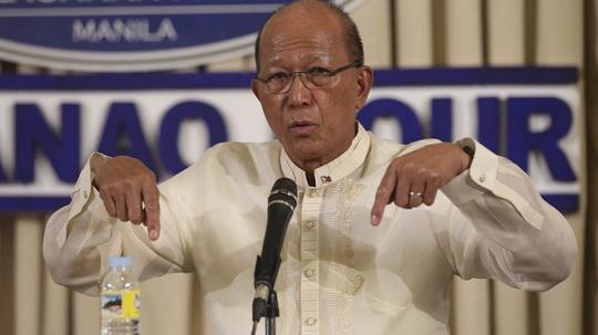 Philippines lên án tàu cá Trung Quốc hèn nhát, cảm ơn Việt Nam - Ảnh 1.