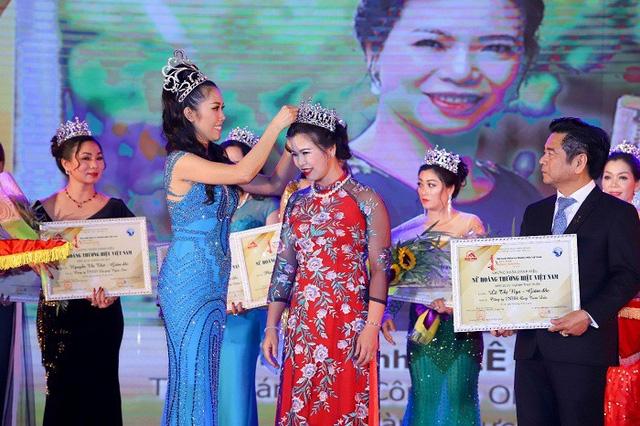 Danh hiệu Nữ hoàng thực phẩm được trao cho Bà Lê Thị Nga- Giám đốc của một công ty sản xuất mật ong. Điều đáng nói, việc trao vương miện này gần giống như cuộc thi sắc đẹp