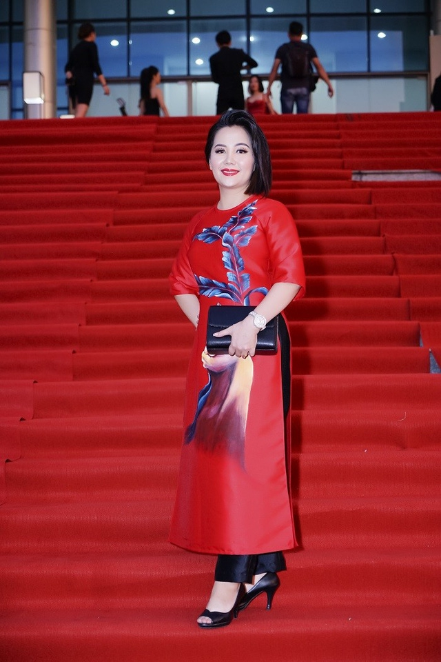 Á hoàng thời trang Đinh Thị Hà Quỳnh
