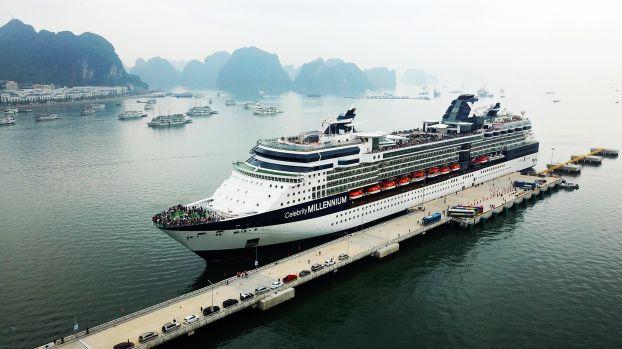 """Khách ngoại tới Hạ Long tiếp tục tăng mạnh khi """"mùa vàng"""" du lịch tàu biển đang cận kề"""