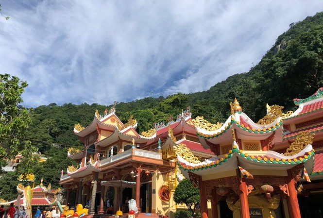 Linh Sơn Thánh Mẫu - Núi Bà Đen Tây Ninh.