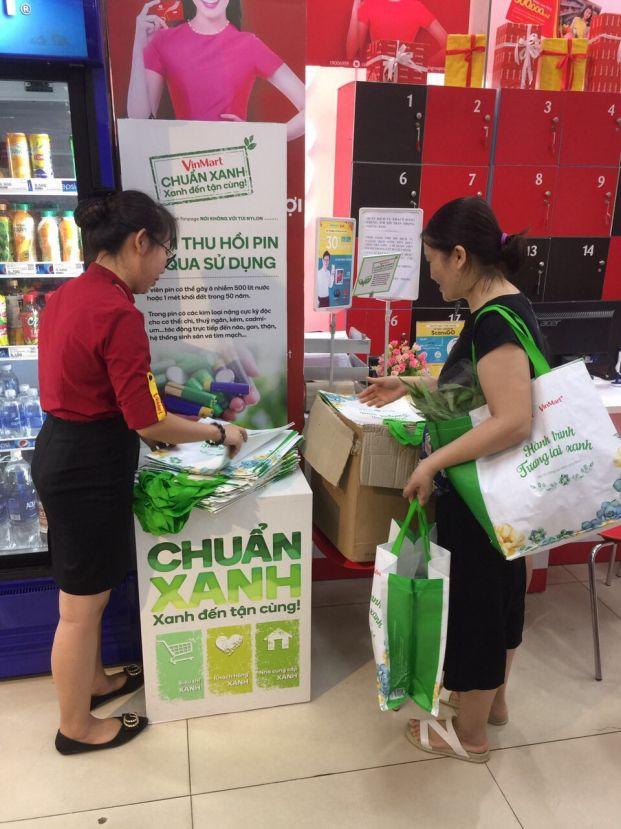 Vị 'khách hàng xanh' đặc biệt ở siêu thị VinMart 5