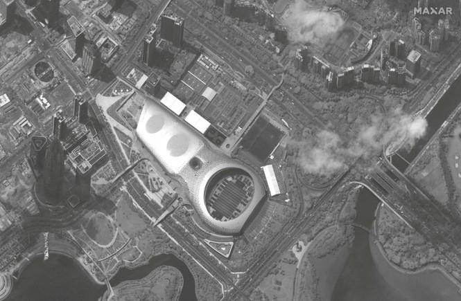 Ảnh vệ tinh: Bắc Kinh điều hàng trăm xe quân sự đến áp sát Hong Kong? - ảnh 1