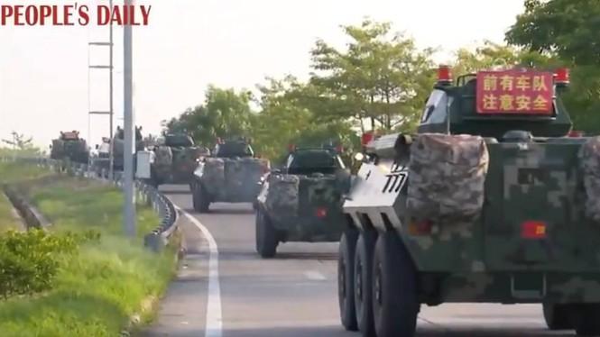 Ảnh vệ tinh: Bắc Kinh điều hàng trăm xe quân sự đến áp sát Hong Kong? - ảnh 2
