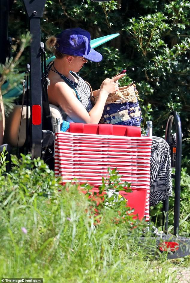 Scarlett Johansson hiếm hoi diện bikini gợi cảm, lộ khuyết điểm cơ thể - ảnh 6