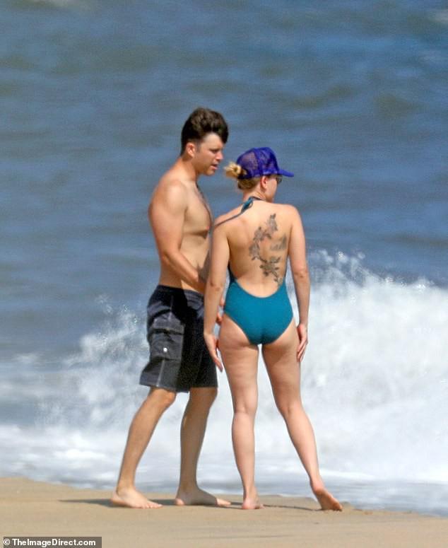 Scarlett Johansson hiếm hoi diện bikini gợi cảm, lộ khuyết điểm cơ thể - ảnh 5
