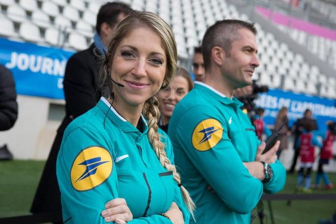 Tổ trọng tài nữ bắt Siêu cúp châu Âu, UEFA nhận gạch đá - Ảnh 6.