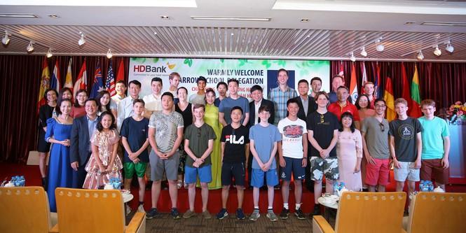 Nữ tỷ phú Việt và cuộc trò chuyện cùng đoàn học sinh trường hoàng gia thế giới - ảnh 1