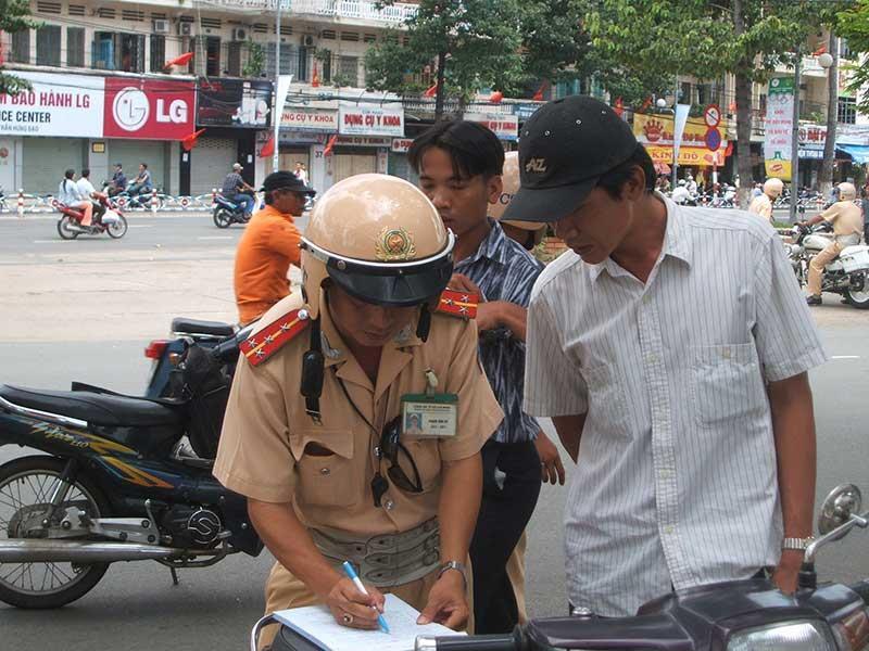 Đặt tiền bảo lãnh xe vi phạm: Thuận cho dân, tiện cho CSGT