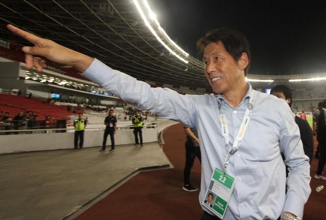 HLV tuyển Thái Lan, Akira Nishino.