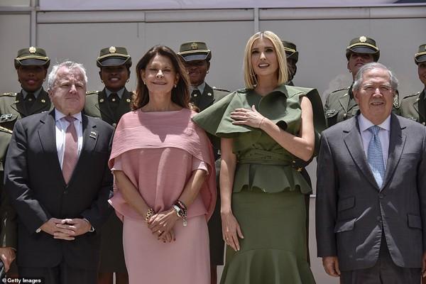 Ivanka Trump - con gái Tổng thống Mỹ lại gây sửng sốt bởi nhan sắc sexy hớp hồn phái mạnh - Ảnh 6.