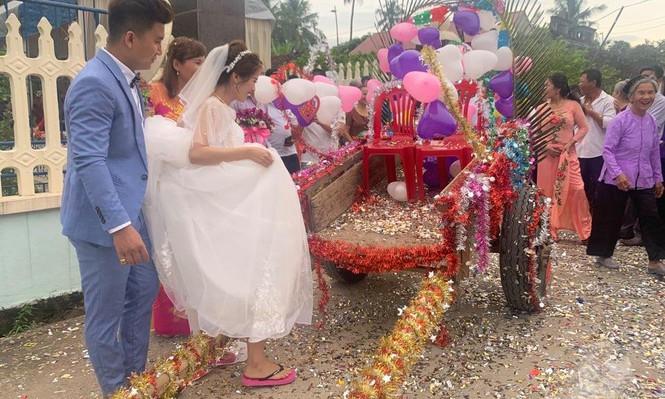 Dân mạng thích thú xem cặp đôi xứ Thanh rước dâu bằng xe trâu  - ảnh 2