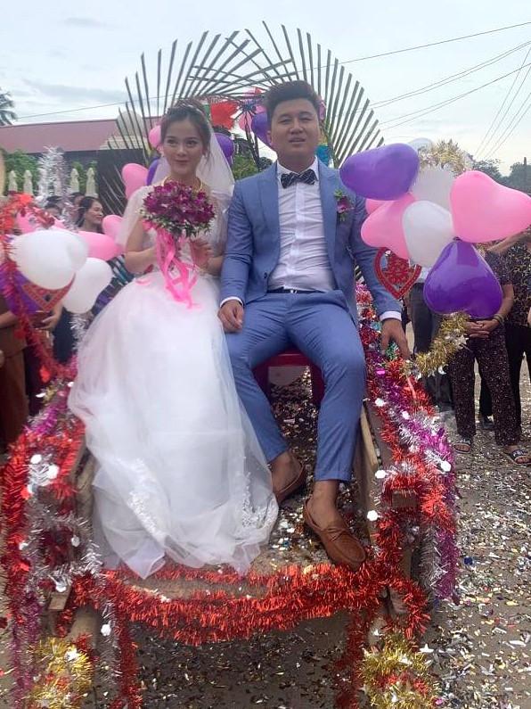 Dân mạng thích thú xem cặp đôi xứ Thanh rước dâu bằng xe trâu  - ảnh 3
