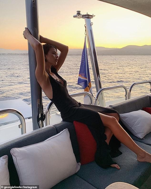 'Chân dài' Georgia Fowler eo thon ngực đầy nóng bỏng - ảnh 17