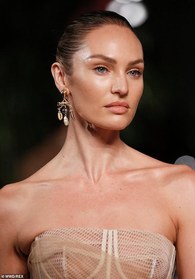 Irina Shayk và Candice Swanepoel đẹp động lòng người gây 'bão' sàn catwalk  - ảnh 7