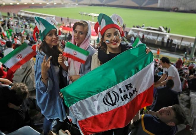 Iran: CĐV nữ tự thiêu vì phải ra tòa khi giả nam vào sân xem bóng đá  - Ảnh 1