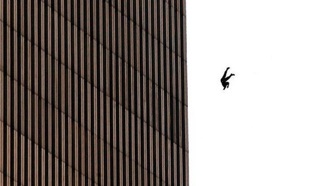Đã 18 năm kể từ khi vụ khủng bố 11/9 đoạt mạng hàng nghìn người Mỹ, bức ảnh người đàn ông rơi vẫn không ngừng gây ám ảnh - Ảnh 5.