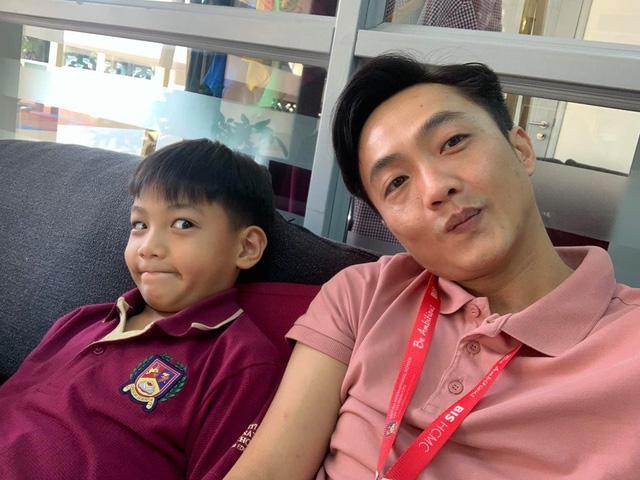Gia đình 3 người hạnh phúc của Cường Đô La - Đàm Thu Trang: Bố vừa đăng ảnh với con trai, mẹ kế đã tung ngay khoảnh khắc gây thích thú - Ảnh 1.