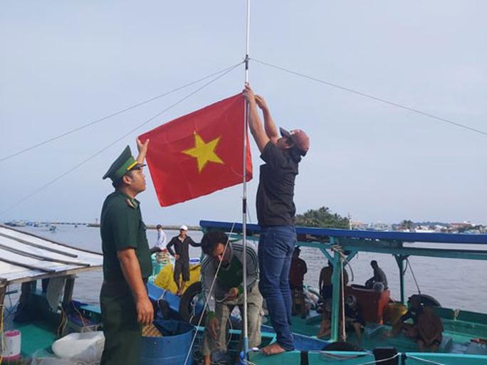 1.000 lá cờ Tổ quốc trao tặng ngư dân Phú Quốc - Ảnh 1.